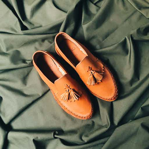 Brown Cano leather shoes ethically crafted in Mexico with build in NFC-chip to view supply chain in retraced app